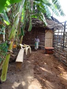Lehmhaus für Mama Katana und Charles